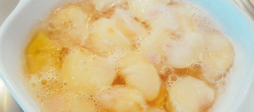 Grießbrei mit Pfirsichmus