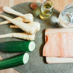 Pastinaken-Gurken-Püree mit Lachs