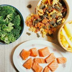 Nudeln mit Brokkoli-Apfel-Lachs-Soße Vorbereitung