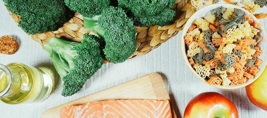 Nudeln mit Brokkoli-Apfel-Lachs-Soße